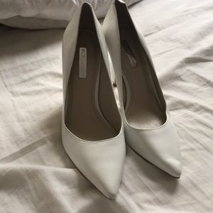 BCBG white pointed toe heels